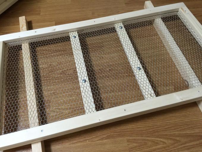木製ケージの網蓋