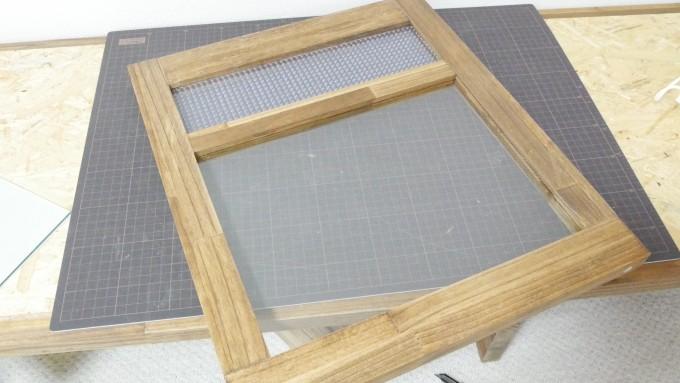 木製ケージを組み立てる