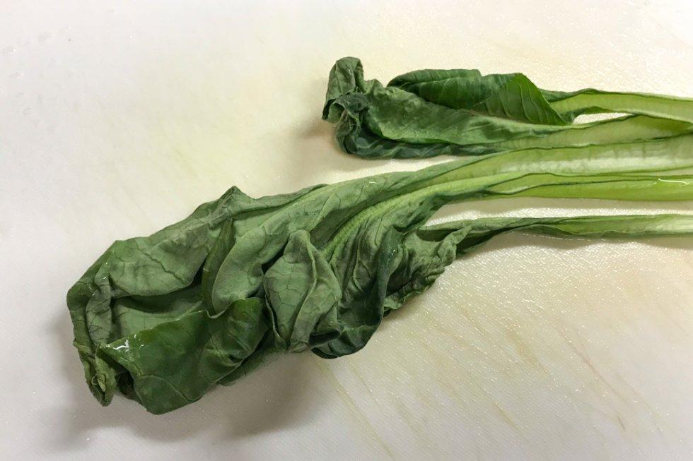 しなびた小松菜